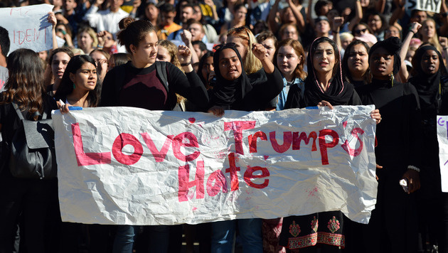 Anti-Trump-Proteste an der Universität Berkley in Kalifornien (Bild: AP)
