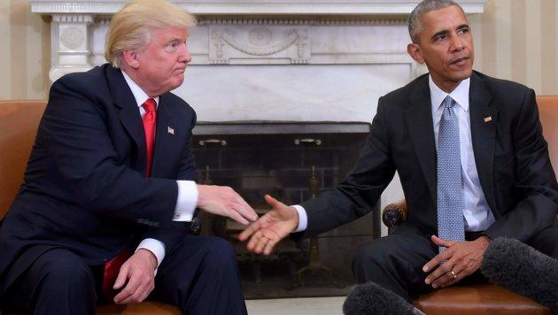 Handshake zwischen Trump und Obama (Bild: APA/AFP/Jim Watson)