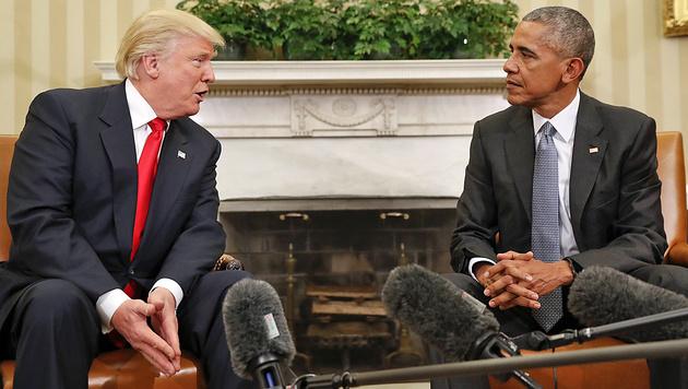 Trump-Besuch bei Obama: Handshake im Oval Office! (Bild: AP)