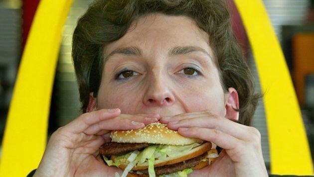 Erfinder des Big Mac mit 98 Jahren gestorben (Bild: dpa/Roland Weihrauch)