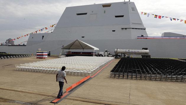 Bei den Vorbereitungen zur Indienststellung schien die Zukunft der USS Zumwalt noch glänzend. (Bild: AP)