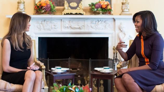 Michelle Obama (re.) empfing ihre Nachfolgerin Melanie Trump zum Tee im Weißen Haus. (Bild: www.viennareport.at)
