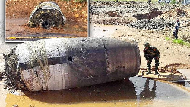 Metallzylinder kracht aus heiterem Himmel auf Erde (Bild: Ko Muang Myo, twitter.com/FreeKachin)