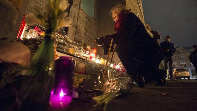 Leonard Cohen bereits in Montreal beigesetzt (Bild: AP)
