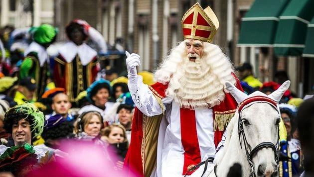 Der Sinterklaas reist der Tradition zufolge im November per Dampfschiff aus Spanien an. (Bild: ASSOCIATED PRESS)