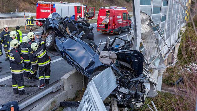 Eine Tote und zwei Verletzte bei Unfall auf A21 (Bild: BFK Baden/Stefan Schneider)