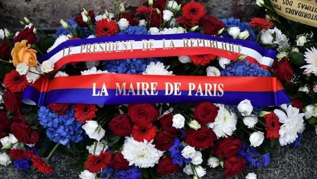 Jahrestag: Paris gedenkt der Opfer der Anschläge (Bild: APA/AFP/PHILIPPE LOPEZ)