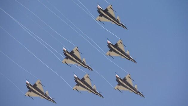 """Die auch """"Energischer Drache"""" genannten J-10-Jets bei einer Airshow (Bild: AFP)"""