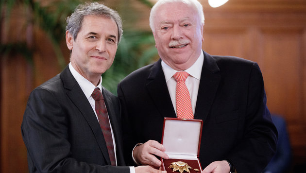Häupl und ÖFB-Teamchef Koller im Mai bei der Verleihung des Goldenen Ehrenzeichens an den Schweizer (Bild: APA/GEORG HOCHMUTH)