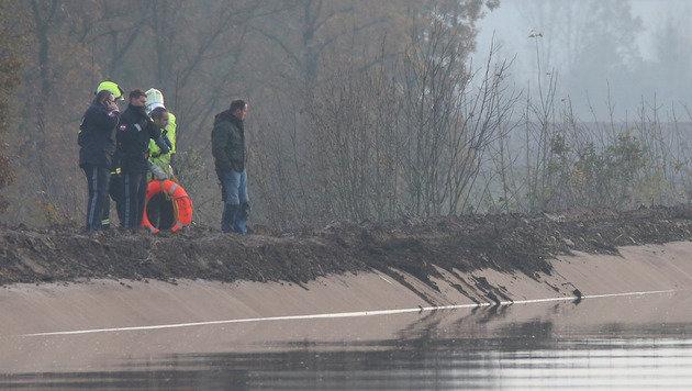 Das Kanalufer kann mit Lastkränen derzeit nicht befahren werden (Bild: Draxler Hannes)