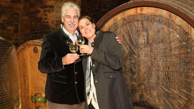 Hans Jörg und Tochter Julia Schelling tauften ihren Wein. (Bild: Starpix/Alexander TUMA)