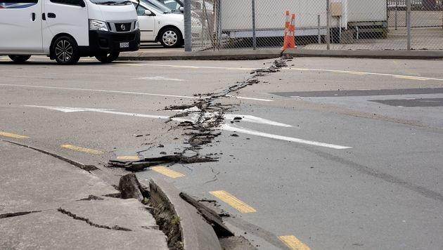 In Wellington brach der Asphalt auf den Straßen. (Bild: APA/AFP/MARTY MELVILLE)