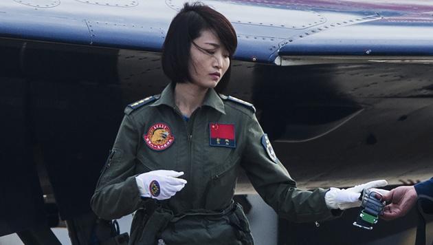 Yu Xu vor einem Flug bei einer Airshow (Bild: APA/AFP/JOHANNES EISELE)