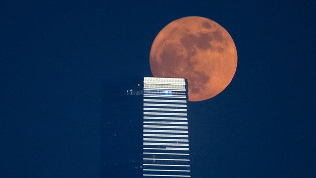 Supervollmond ließ die Nacht erstrahlen (Bild: Associated Press)