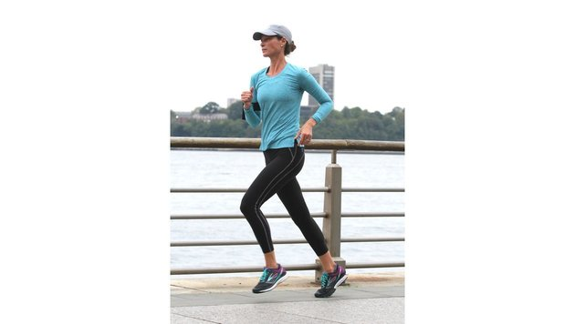 Christy Turlington joggt im Hudson River Park in Manhattan. (Bild: Viennareport)