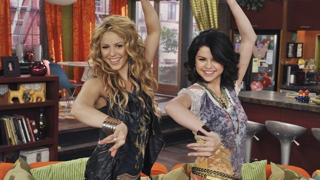 """Selena Gomez mit Shakira in der Serie """"Die Zauberer vom Waverly Place"""" (Bild: Viennareport)"""