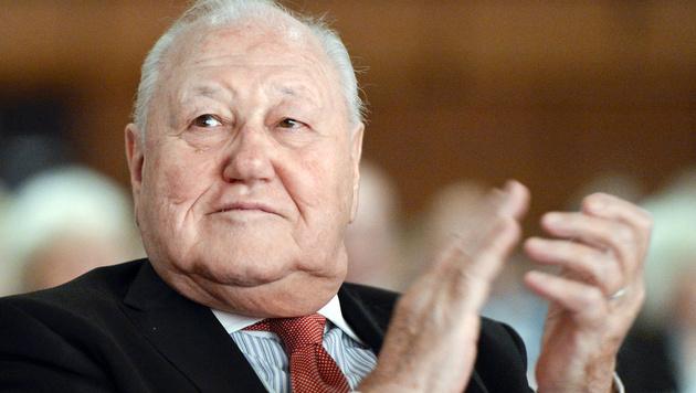 Applaus vom obersten SPÖ-Pensionisten Blecha (Bild: APA/HERBERT NEUBAUER)