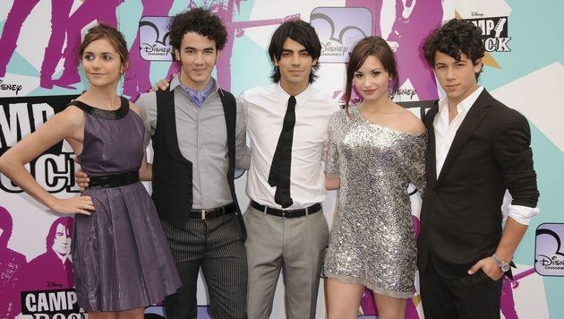 """Demi Lovato mit ihren Kollegen von """"Camp Rock"""" (Bild: CapitalPictures/face to face)"""