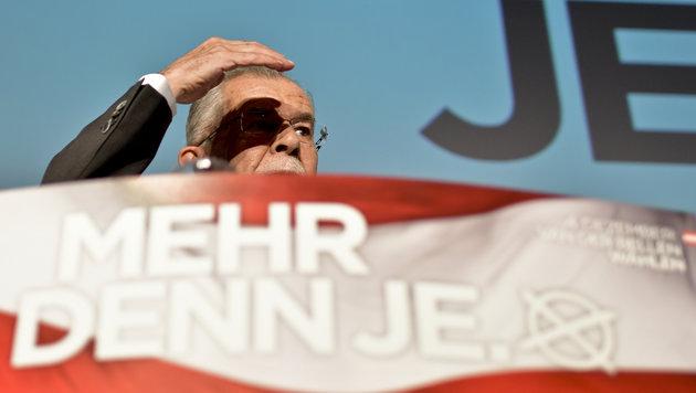 """Van der Bellen warnt vor """"Alpen-Mordor"""" mit Hofer (Bild: APA/HERBERT NEUBAUER)"""