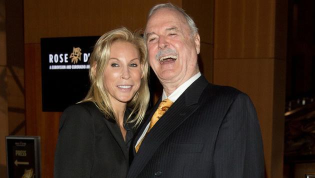 John Cleese mit seiner vierten Ehefrau Jenifer Wade (Bild: APA/AFP/dpa/JORG CARSTENSEN)