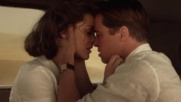"""In """"Allied"""" kommen sich Brad Pitt und Marion Cotillard nahe. (Bild: Viennareport)"""