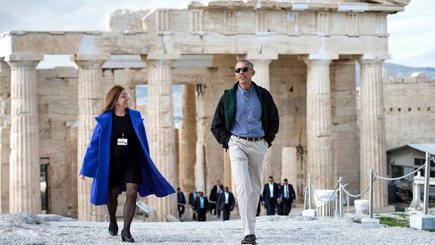 Vor seiner Rede hatte sich Obama von der Archäologin Eleni Banou die Akropolis zeigen lassen. (Bild: APA/AFP/BRENDAN SMIALOWSKI)