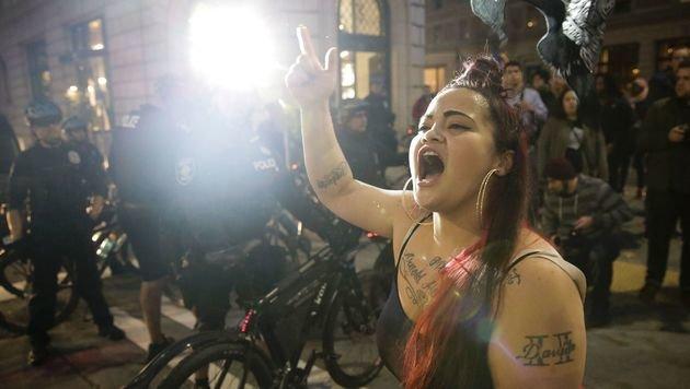 Die Proteste gegen Donald Trump reißen nicht ab. (Bild: APA/AFP/JASON REDMOND)