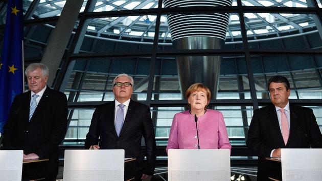 Seehofer, Steinmeier, Merkel und Gabriel (v.li.) (Bild: APA/dpa/Rainer Jensen)