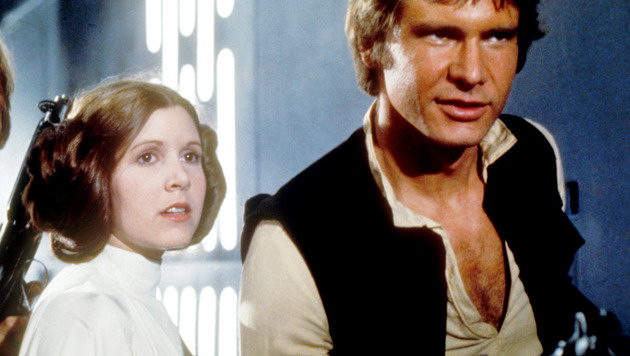 "Carrie Fisher und Harrison Ford in ""Star Wars"" (Bild: Moviestore Collection/face to face)"