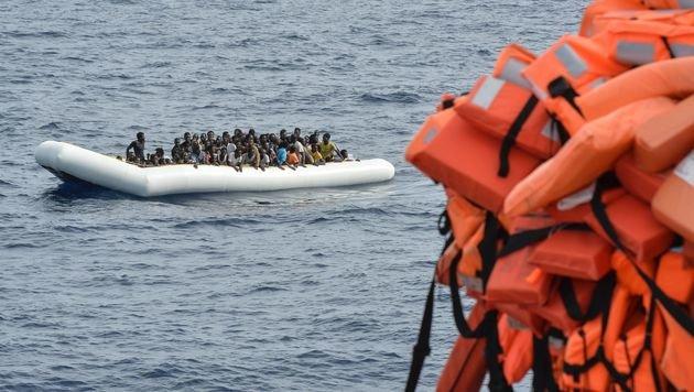 Frontex: Neue Rekordzahl von Flüchtlingsankünften (Bild: APA/AFP/ANDREAS SOLARO)
