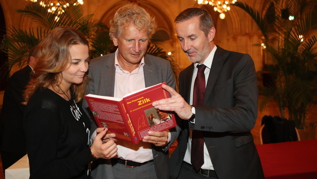 Gerhard Riedler mit seiner Sandra und Rathaus-Presse-Chef Paul Weiss (Bild: Kristian Bissuti)