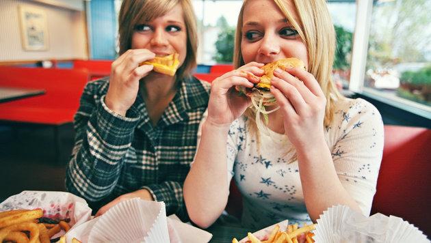 Macht Junkfood-Konsum unsere Jugend dumm? (Bild: thinkstockphotos.de)