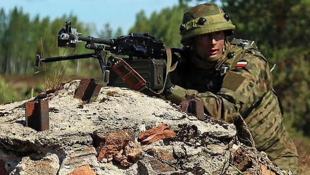 Polen baut Freiwilligenmiliz mit 50.000 Mann auf (Bild: APA/AFP/US ARMY/SGT. PAIGE BEHRINGER)