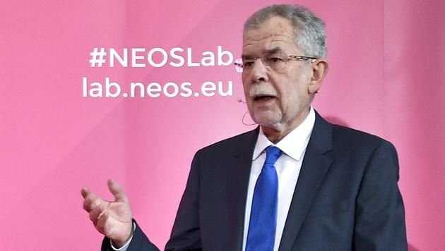 Van der Bellen stellte sich einem Hearing der NEOS. (Bild: APA/HERBERT NEUBAUER)