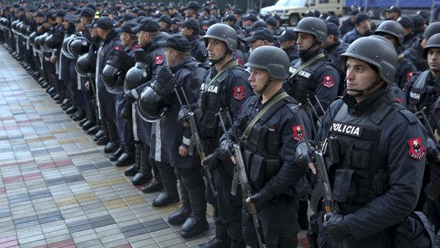 Ein Mega-Polizei-Aufgebot gab es schon rund um das Länderspiel (Bild: AP)