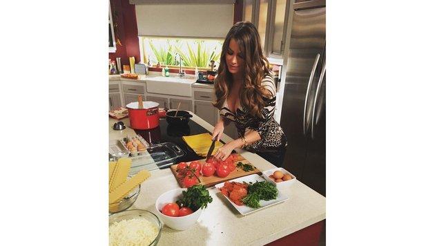 Niemand schneidet Tomaten so sexy wie Schauspielerin Sofia Vergara. (Bild: Viennareport)
