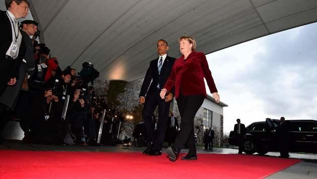Roter Teppich für Obama und Merkel vor dem Kanzleramt in Berlin (Bild: APA/AFP/TOBIAS SCHWARZ)