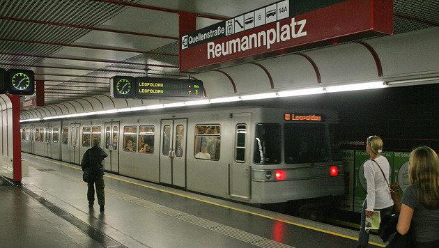 Bombendrohung bei Wiener Reumannplatz (Bild: Andi Schiel)