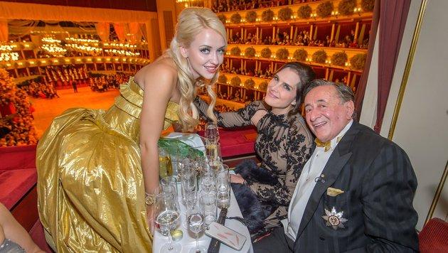Cathy und Richard Lugner mit Brooke Shields in der Loge am Wiener Opernball (Bild: (c) Tablera/Viennareport)