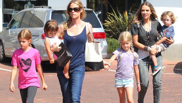 Charlie Sheens Ex-Frauen Denise Richards und Brooke Mueller mit den Kindern (Bild: Viennareport)