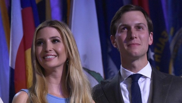 Seit dem Wahlkampf ist Kushner öfters in der Öffentlichkeit, hier mit Gattin Ivanka, zu sehen. (Bild: APA/AFP/MANDEL NGAN)