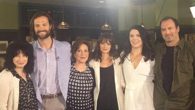 """Amy Sherman-Palladino (ganz links) mit ihren """"Gilmore Girls""""-Hauptdarstellern (Bild: Viennareport)"""
