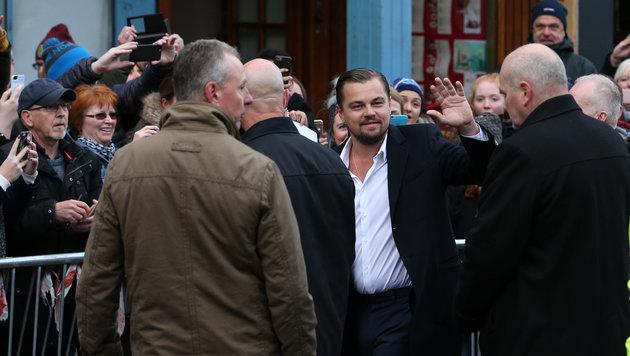 """Leonardo DiCaprio vor dem schottischen Obdachlosen-Restaurant """"Home"""" (Bild: AP)"""