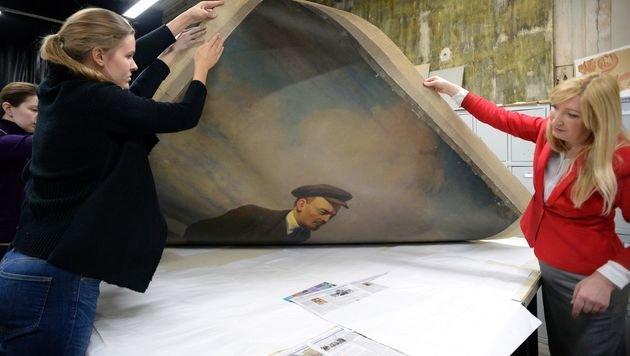 Das Lenin-Gemälde von Wladislaw Ismailowitsch (Bild: APA/AFP/Olga Maltseva)