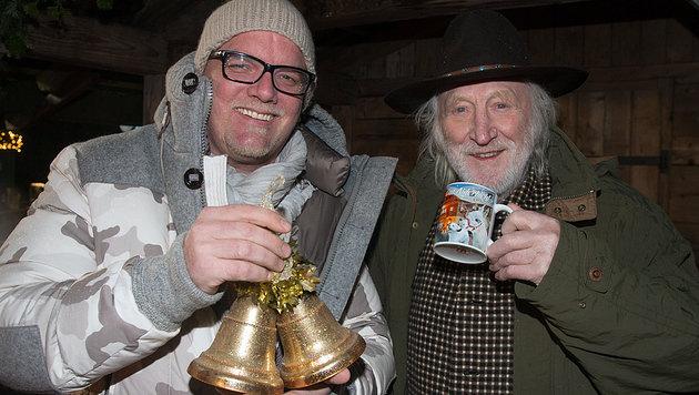 Aiderbichler mit Herz: DJ Ötzi und Karl Merkatz (Bild: Neumayer)