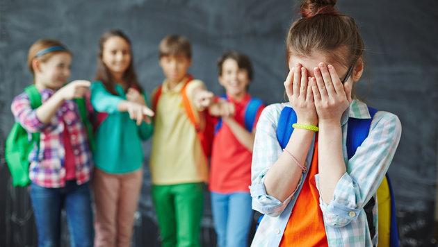 Vorwürfe gegen Schule: Mobbing und auch Steinwürfe (Bild: thinkstockphotos.de)