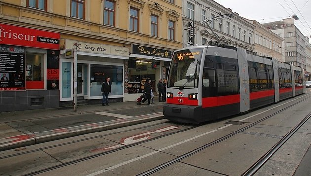 In der Straßenbahn der Linie 46 erlitt der 57-Jährige einen Herzinfarkt. (Bild: Martin A. Jöchl)