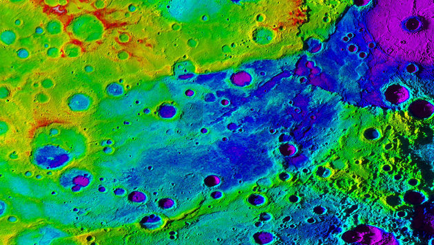 Das gewaltige Tal (blau) auf Merkur (Bild: NASA/JHUAPL/Carnegie Institution/DLR/Smithsonian Institution)