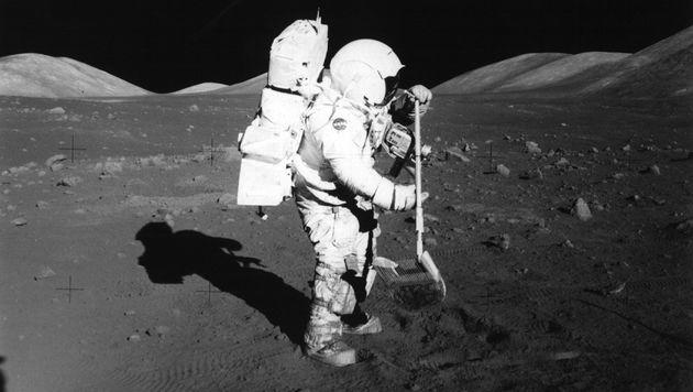 Apollo 17: US-Astronaut Harrison Schmitt bei der letzten US-Mondlandung im Jahr 1972 (Bild: dpa/dpaweb)