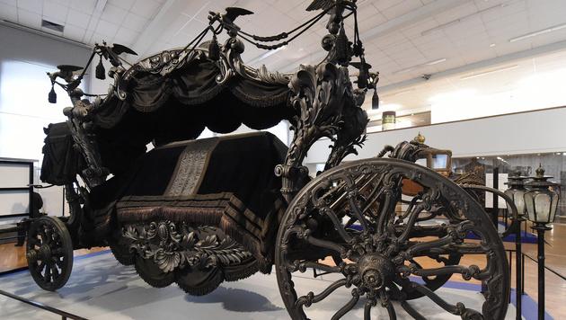 Der Leichenwagen des Kaisers (Bild: APA/HELMUT FOHRINGER)
